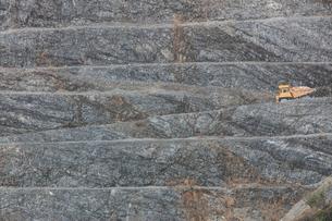 石灰岩の採掘場の写真素材 [FYI03444024]