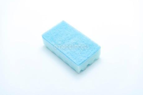 キッチンの食器洗いスポンジの写真素材 [FYI03444158]