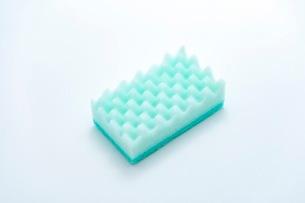 キッチンの食器洗いスポンジの写真素材 [FYI03444159]