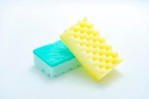 キッチンの食器洗いスポンジの写真素材 [FYI03444165]