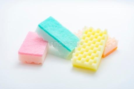 キッチンの食器洗いスポンジの写真素材 [FYI03444167]