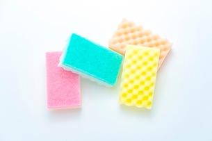 キッチンの食器洗いスポンジの写真素材 [FYI03444168]