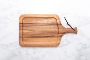 カッティングボード 木製のまな板の写真素材 [FYI03444173]