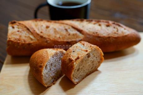 フランスパンの写真素材 [FYI03444402]