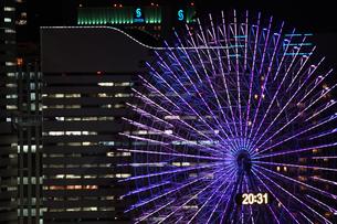横浜マリンタワーから見えるコスモクロックの写真素材 [FYI03444588]