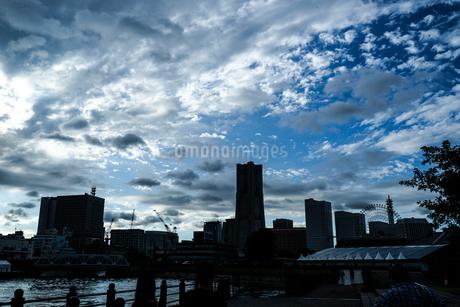 横浜の街並みと夕景の写真素材 [FYI03444599]