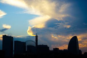 横浜の街並みと夕景の写真素材 [FYI03444712]