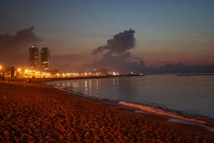バルセロネータビーチ(スペイン・バルセロナ)の写真素材 [FYI03444788]