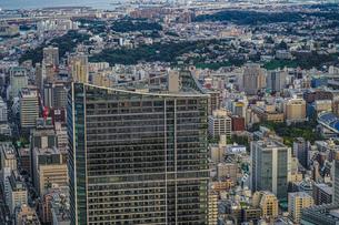 横浜ランドマークタワー展望台から見える横浜の街並みと夕景の写真素材 [FYI03444822]