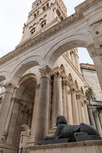 聖ドムニウス大聖堂 ペリスティル広場の写真素材 [FYI03445192]