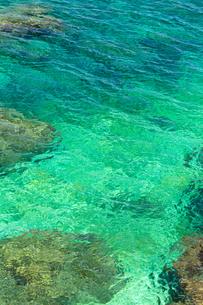 エメラルドの海水の写真素材 [FYI03445582]