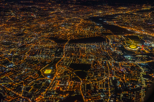 飛行機から見えるロンドンの夜景の写真素材 [FYI03445590]