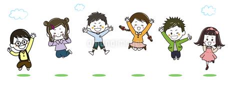 ジャンプする子供たち イラストのイラスト素材 [FYI03445647]