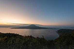 夜明けの桜島の写真素材 [FYI03445763]