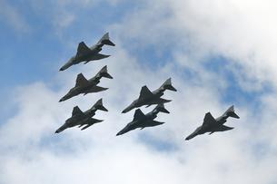 ファントムの編隊飛行の写真素材 [FYI03446010]