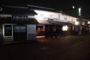 夜の倉敷の町並み 美観地区の写真素材 [FYI03446243]