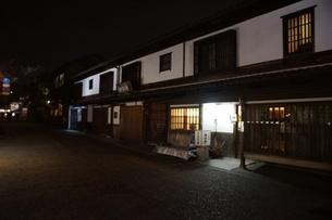 夜の倉敷の町並み 美観地区の写真素材 [FYI03446245]