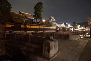夜の倉敷の町並み 美観地区の写真素材 [FYI03446247]