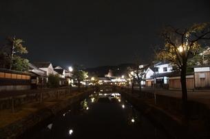 夜の倉敷の町並み 美観地区の写真素材 [FYI03446248]