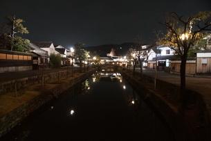 夜の倉敷の町並み 美観地区の写真素材 [FYI03446249]