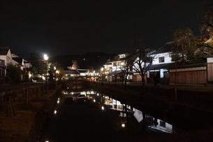 夜の倉敷の町並み 美観地区の写真素材 [FYI03446250]