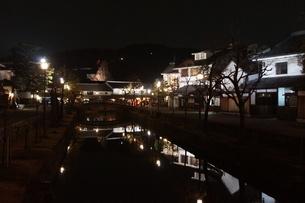 夜の倉敷の町並み 美観地区の写真素材 [FYI03446251]
