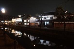 夜の倉敷の町並み 美観地区の写真素材 [FYI03446252]