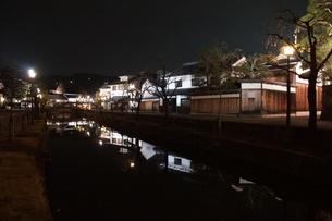 夜の倉敷の町並み 美観地区の写真素材 [FYI03446253]