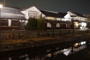 夜の倉敷の町並み 美観地区の写真素材 [FYI03446256]