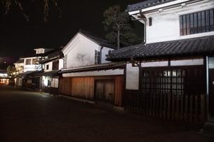 夜の倉敷の町並み 美観地区の写真素材 [FYI03446257]