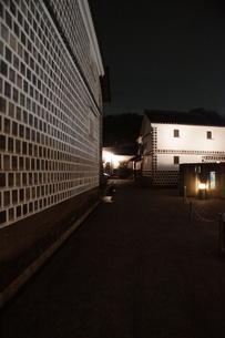 夜の倉敷の町並み 美観地区の写真素材 [FYI03446267]
