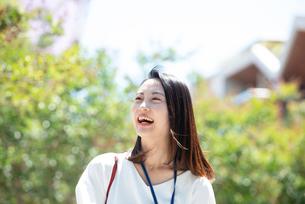 笑っている女性の写真素材 [FYI03446604]