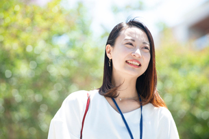 笑っている女性の写真素材 [FYI03446605]