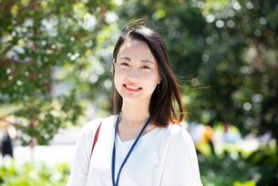 笑っている女性の写真素材 [FYI03446609]