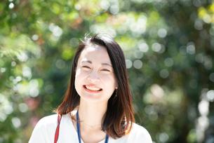 笑っている女性の写真素材 [FYI03446660]