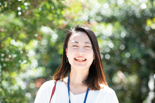 笑っている女性の写真素材 [FYI03446663]