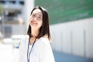 笑っている女性の写真素材 [FYI03446669]