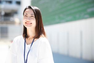 笑っている女性の写真素材 [FYI03446671]