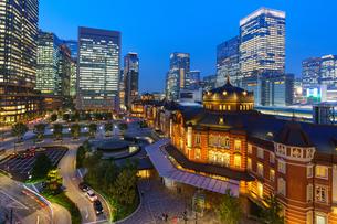 東京駅夜景の写真素材 [FYI03447140]
