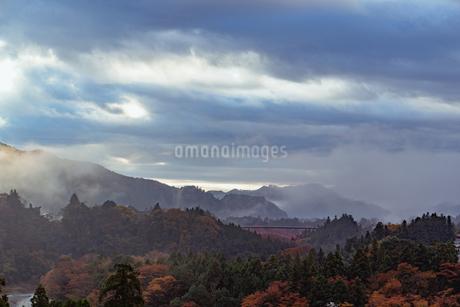 奥多摩の秋の写真素材 [FYI03447380]