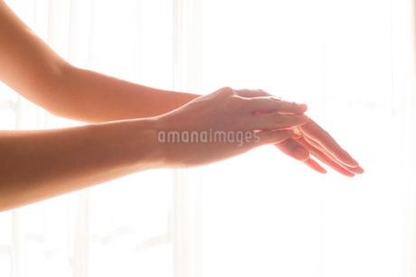 手入れされた女性の手07の写真素材 [FYI03448087]