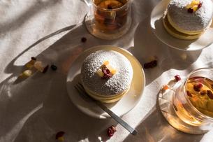 昼下がりのおやつタイム パンケーキの写真素材 [FYI03448119]