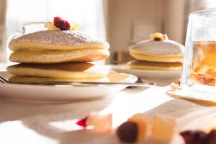 昼下がりのおやつタイム パンケーキの写真素材 [FYI03448122]