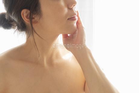 スキンケア 女性 ビューティーイメージ16の写真素材 [FYI03448150]