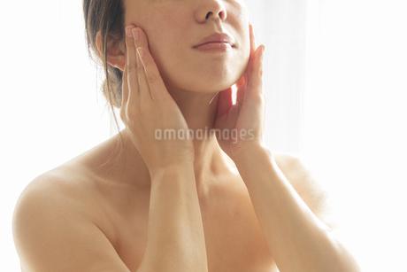 スキンケア 女性 ビューティーイメージ10の写真素材 [FYI03448156]