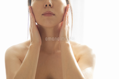 スキンケア 女性 ビューティーイメージ03の写真素材 [FYI03448163]