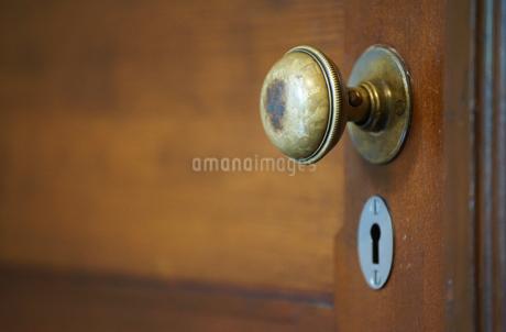 古い木製のドアの写真素材 [FYI03449253]