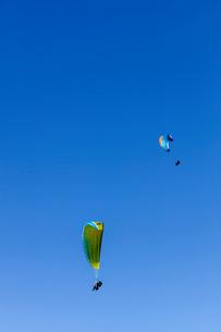 フランス、サレブ山上でのパラグライダーの写真素材 [FYI03449269]