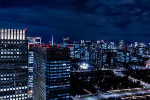 東京 夜景(丸ビル35F展望台から)の写真素材 [FYI03449289]
