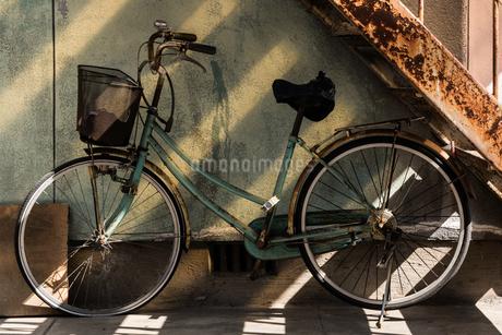 自転車のある風景の写真素材 [FYI03449323]